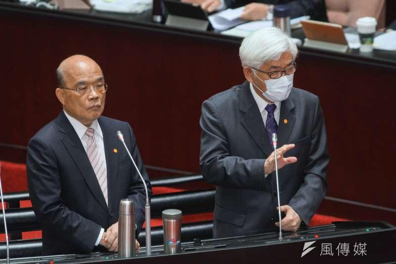 20200529-行政院長蘇貞昌(左)於立院1會期15次會議備詢,右為中選會主委李進勇。(蔡親傑攝)