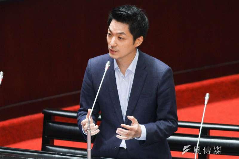 外傳國民黨立委蔣萬安(見圖)將參選2022台北市長,資深媒體人周玉蔻直言,是因前高雄市長韓國瑜才讓蔣「被表態」。(資料照,蔡親傑攝)