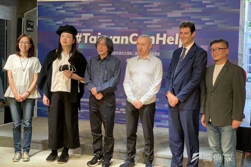 社會創新實驗中心「大師論壇」:數位政委唐鳳(左2起)、PC Home董事長詹宏志、法國代表公孫孟、澳洲代表高戈銳(簡恒宇攝)