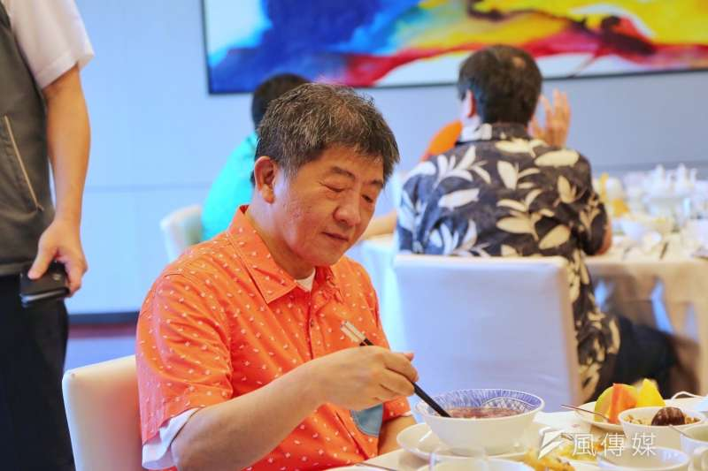 隨著疫情趨緩,衛福部長陳時中(見圖)親自到訪多縣市推廣低迷已久的旅遊業。(資料照,中央流行疫情指揮中心提供)