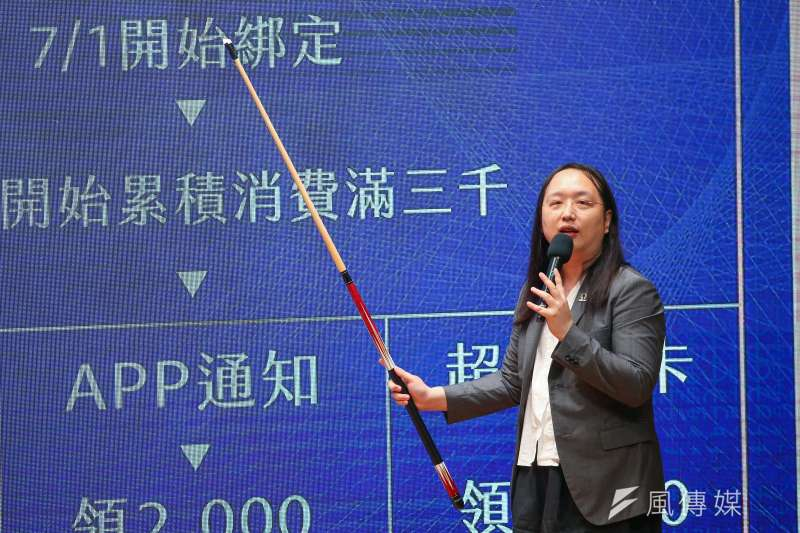 有網友在PTT表示振興三倍券網站當機,政務委員唐鳳對此親自在下面留言。(資料照,顏麟宇攝)