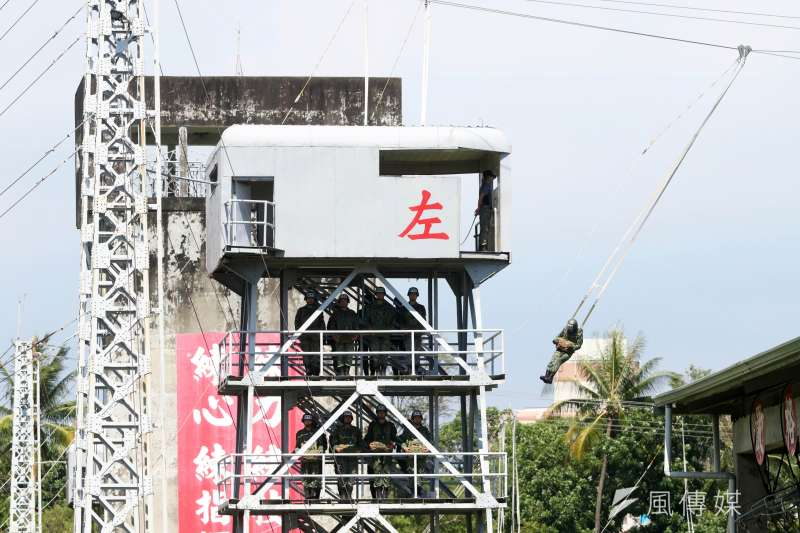 20200602-屏東陸軍空降訓練中心,國軍傘兵進行基本傘訓科目施作。(蘇仲泓攝)