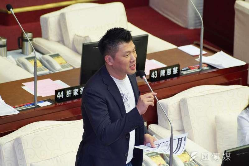 20200602-台北市議員王閔生2日於市議會質詢。(盧逸峰攝)