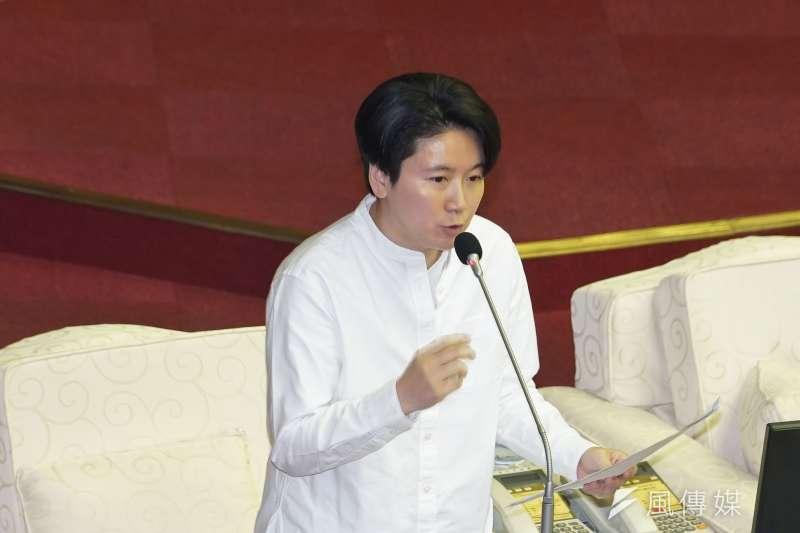 針對智慧停車柱政策,台北市議員許家蓓25日於議會質詢時提出質疑。(資料照,盧逸峰攝)