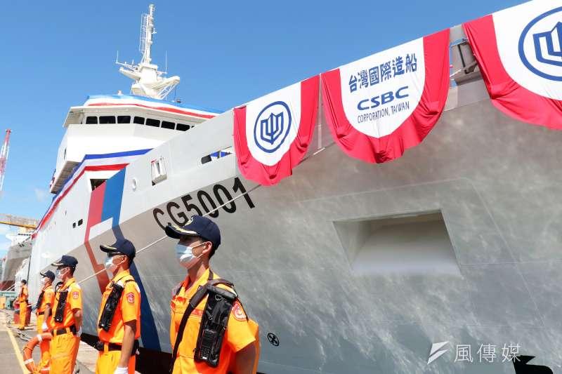 20200602-海巡首艘4000噸級巡防艦「嘉義艦」今(2)日上午在總統蔡英文見證下,於高雄台船碼頭完成下水儀式。(蘇仲泓攝)
