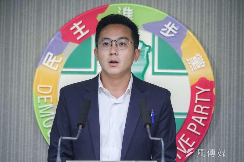 20200603-民進黨發言人廖泰翔轉述3日中常會內容。(蔡親傑攝)