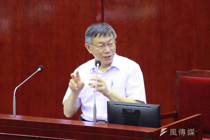台北市長柯文哲(見圖)4日赴台北市議會備詢,針對議員詢問有關高雄市長韓國瑜罷免案一事進行回應。(方炳超攝)