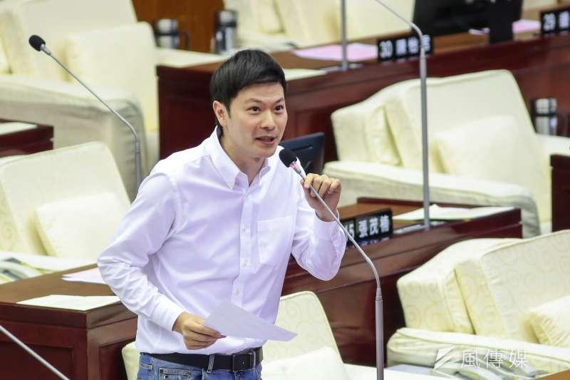 20200605-國民黨台北市議員李柏毅5日於議會質詢。(顏麟宇攝)