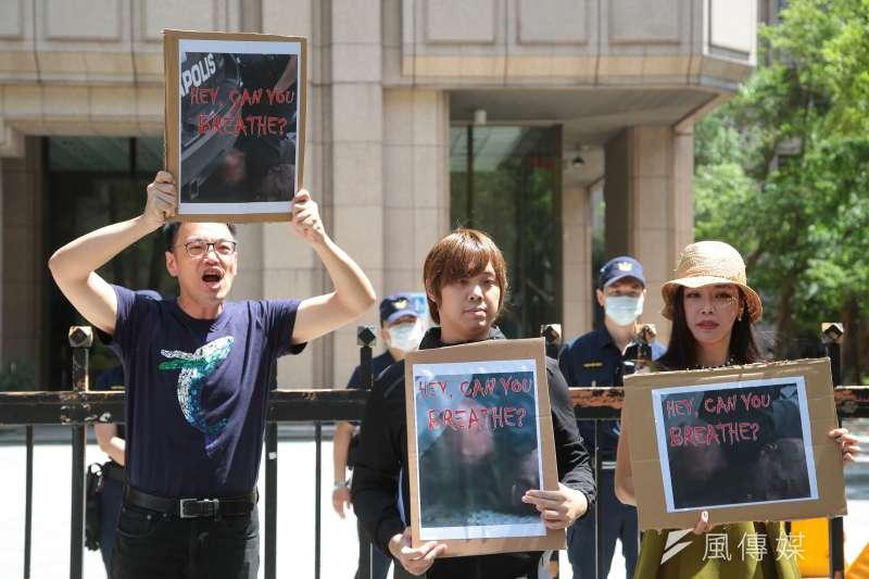 媒體人毛嘉慶(左起)、直播主寒國人、高鈞鈞5日召開「中選會整吹哨者!嘿,你還能呼吸嗎?」記者會。(顏麟宇攝)