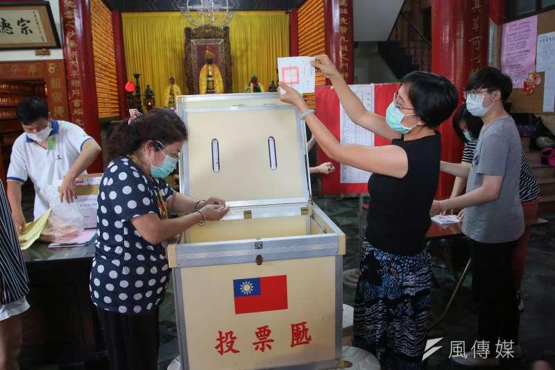 作者認為,台灣的民主反而成了社會發展的絆腳石。(資料照,顏麟宇攝)