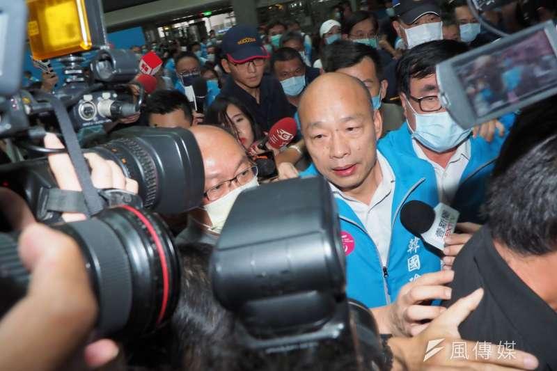 20200606-高雄市長韓國瑜罷免案通過法定罷免門檻,韓國瑜6日率領市府團隊於四維行政中心發表談話。(林瑞慶攝)