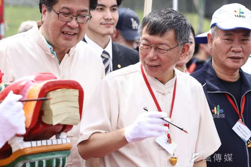 台北市長柯文哲(中)出席水岸台北2020端午嘉年華龍舟點睛暨祭江大典。(陳品佑攝)