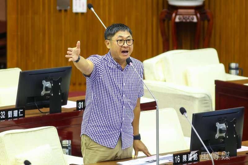 20200608-無黨籍台北市議員陳建銘8日於議會質詢。(顏麟宇攝)