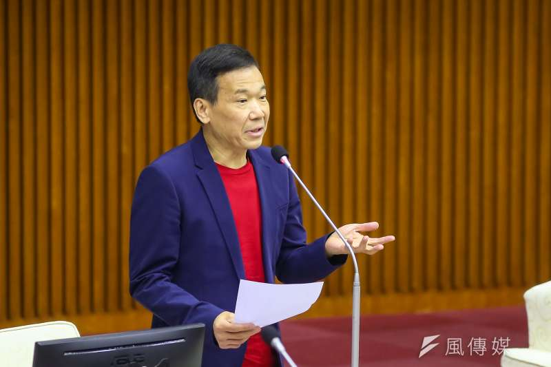 20200608-無黨籍台北市議員鍾小平8日於議會質詢。(顏麟宇攝)