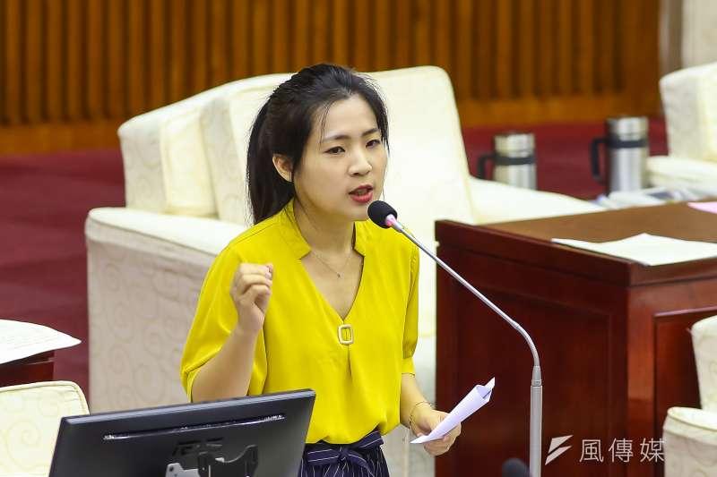 台北市議員徐巧芯(見圖)拋出全面徵兵議題後,被民進黨前立委林靜儀質疑「為何不簽下去?」徐巧芯反擊,她談的是義務役,而非林靜儀說的志願役。(資料照,顏麟宇攝)