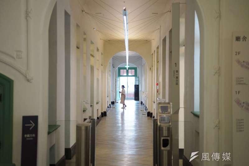20200612-鐵道部專題配圖,走入鐵道部廳舍的長廊,一場「穿越時空之旅」即將展開。(盧逸峰攝)