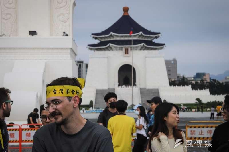 「抗爭未完,台港同行」反送中一週年晚會,香港知名作詞人林夕。(陳品佑攝)