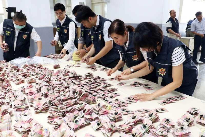 20200615-今(15)日是警察節,警政署舉行「警察節慶祝大會」,並於會場一樓展示上月稍早刑事局破獲的史上最大宗走私毒品咖啡包原料案,此案查獲相關原料高達3529公斤。(蘇仲泓攝)