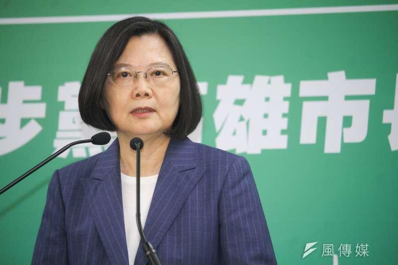 台灣民意基金會民調顯示,贊同總統蔡英文(見圖)施政的人遽降10.5個百分點,不贊同者則暴增16.3個百分點。(資料照,蔡親傑攝)