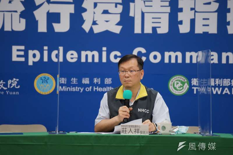 中央流行疫情指揮中心發言人莊人祥(見圖)宣布新增1例新冠肺炎境外移入病例,為從香港返台的40多歲男性,全台累積455人確診。(資料照,盧逸峰攝)