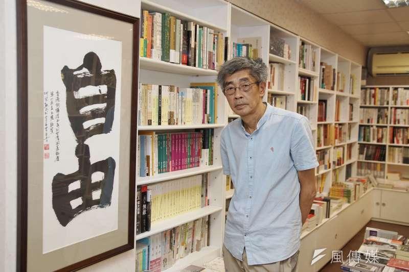 銅鑼灣書店店長林榮基認為,身分認同問題源自於文化問題。(盧逸峰攝)
