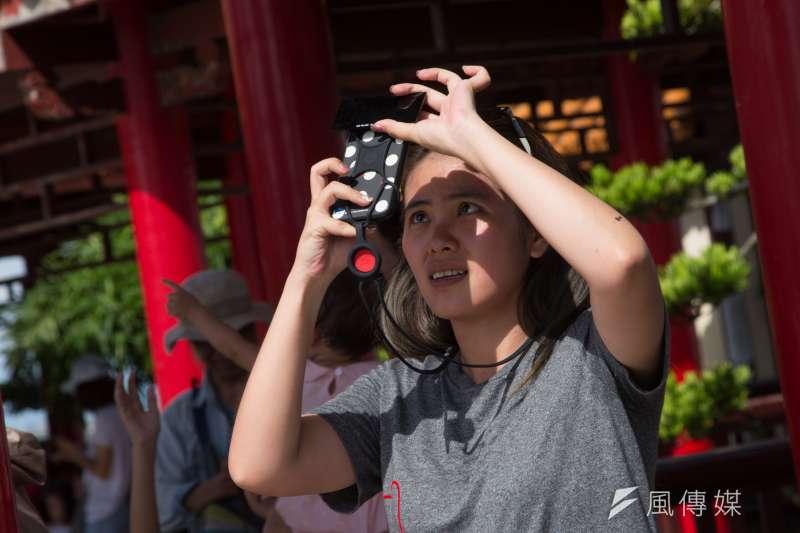 20200621-民眾於北港朝天宮觀賞日環食。(顏麟宇攝)