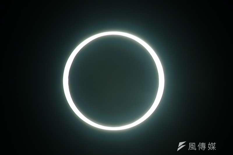 「日環食」於21日下午登場,天文奇景吸引全台矚目。(顏麟宇攝)