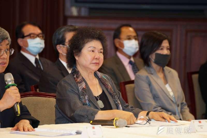 總統府22日公布第6屆監察院27位被提名人名單,由前總統府秘書長陳菊(右)被提名為監察院長及首任國家人權委員會主委。(資料照,盧逸峰攝)