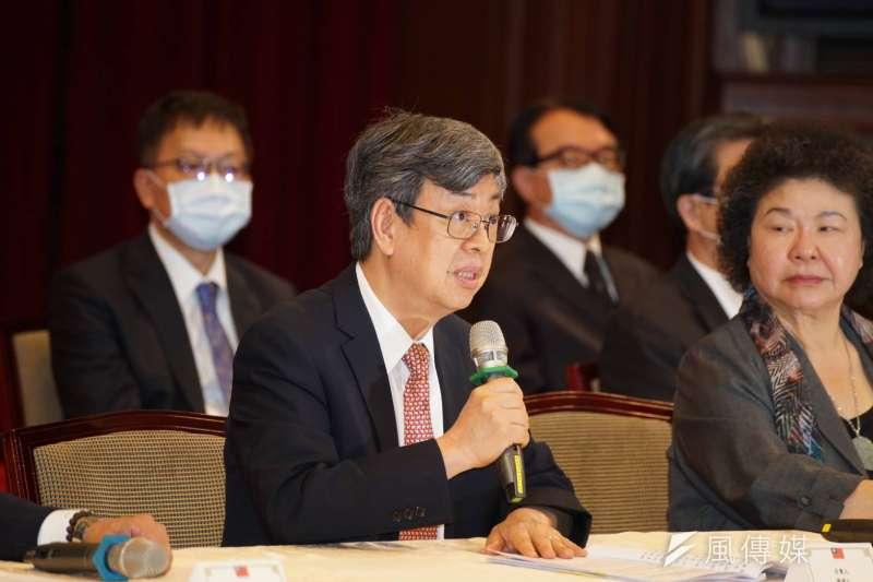 審薦小組召集人、前副總統陳建仁(左)表示,當初推薦陳伸賢,是因為陳具有監察院所需要工程專業與實務經驗,完全有考慮彈劾案狀況。(盧逸峰攝)