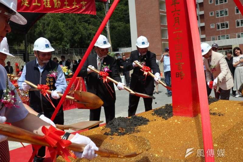 朝陽科技大學成立航空學院24日上午舉行航空大樓開工動土典禮,由董事長楊天生親自主持。(圖/記者王秀禾攝)