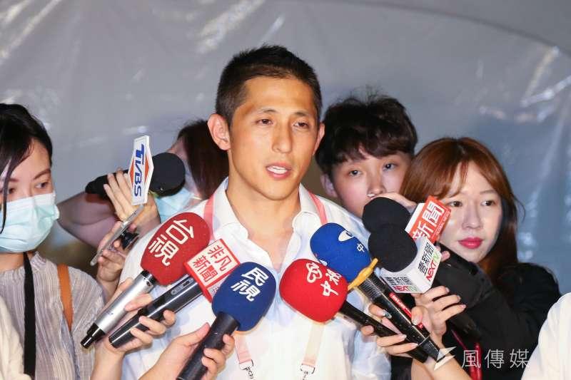 20200625-吳怡農25日出席「端午謝平安,藝文大匯演」活動時接受媒體聯訪。(顏麟宇攝)