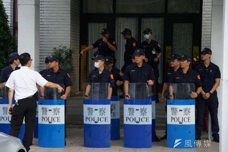 透過大批網友在網路上對馬來西亞女大生案的討論可見,民眾對於市警察局的「拔官」和局長「自請處分」等作為似乎不完全買單。甚至,事後據媒體報導,有資深員警PO文表示,或許是因為礙於破案率壓力的影響,才有此種看似吃案的事件發生。(示意圖,盧逸峰攝)
