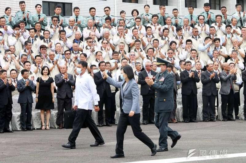 國軍投入協助口罩生產,軍方今(29)天下午舉行表揚大會,總統蔡英文親自出席。(蘇仲泓攝)