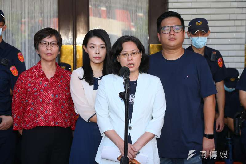 國民黨立委在立法院臨時會召開前佔領議場,杯葛臨時會,對此,台灣民眾黨表示責任在民進黨,但他們不會加入。(顏麟宇攝)