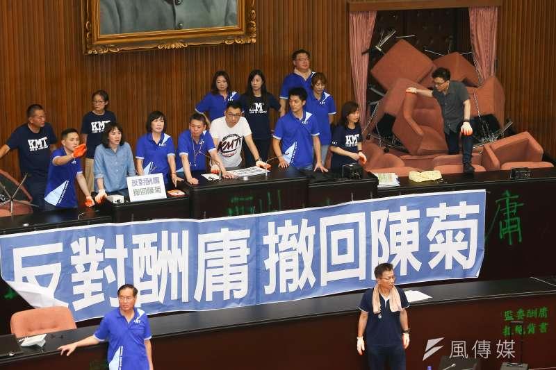 監察院人事爭議延燒,國民黨日前攻入立法院並占領議場,雖最終20小時遭清場,但仍成功凝聚黨內士氣。(資料照,顏麟宇攝)