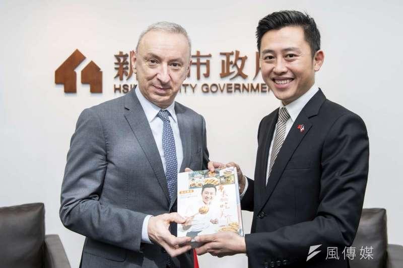 法國在台協會主任公孫孟與新竹市長林智堅相見歡。(圖/新竹市政府提供)