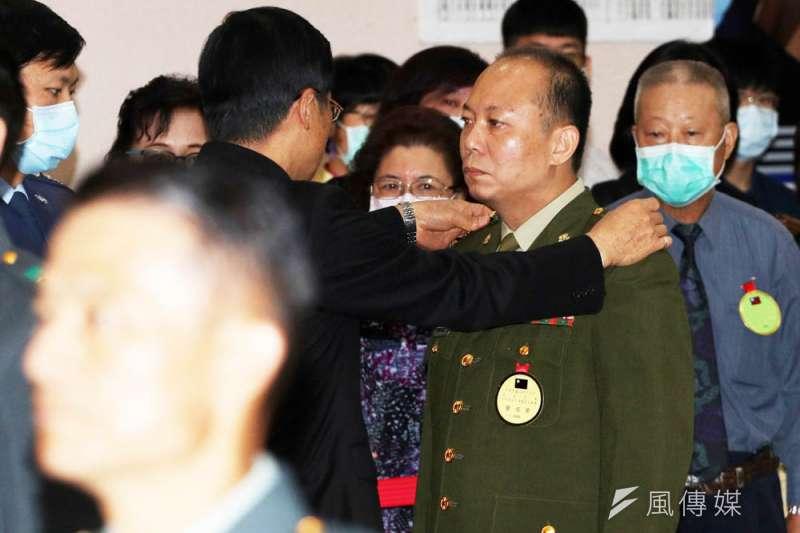 陳敏華(中)晉升少將引發爭議,被稱為「大過將軍」。(蘇仲泓攝)