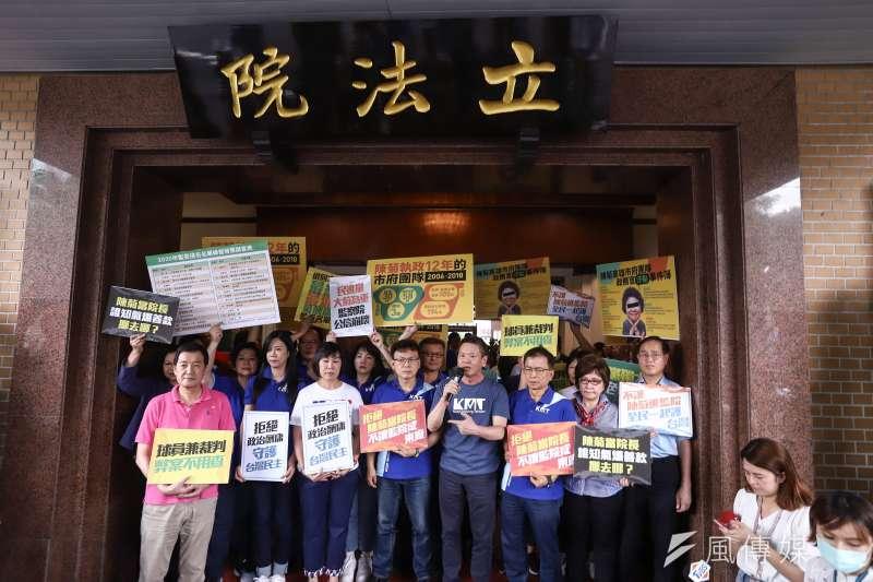 國民黨立法院黨團原訂3日下午於立院大門口抗議監察院長被提名人陳菊,但被台灣基進立委陳柏惟質疑找黑衣人進攻國會。(陳品佑攝)