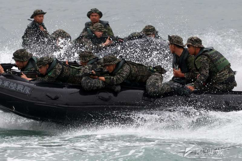 20200703-陸戰官兵乘坐橡皮艇演訓示意圖。(蘇仲泓攝)