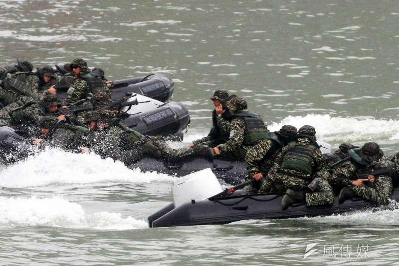 20200703-陸戰99旅3日上午執行演練時,發生舟艇翻覆導致3名官兵落海情況,當。示意圖,非關新聞個案。(蘇仲泓攝)