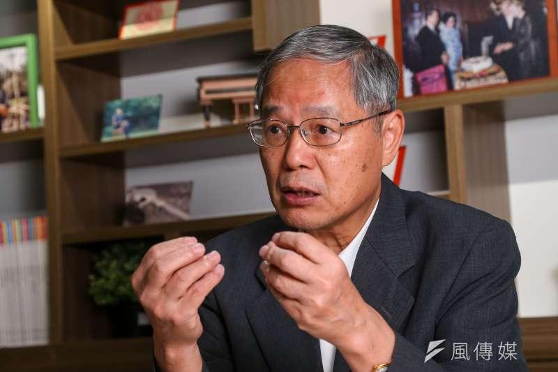 台大經濟系名譽教授陳添枝指出,新冠疫情衝擊全球產業供應鏈,台港海空航線是維持全球ICT供應鏈不間斷的最重要路徑。(顏麟宇攝)