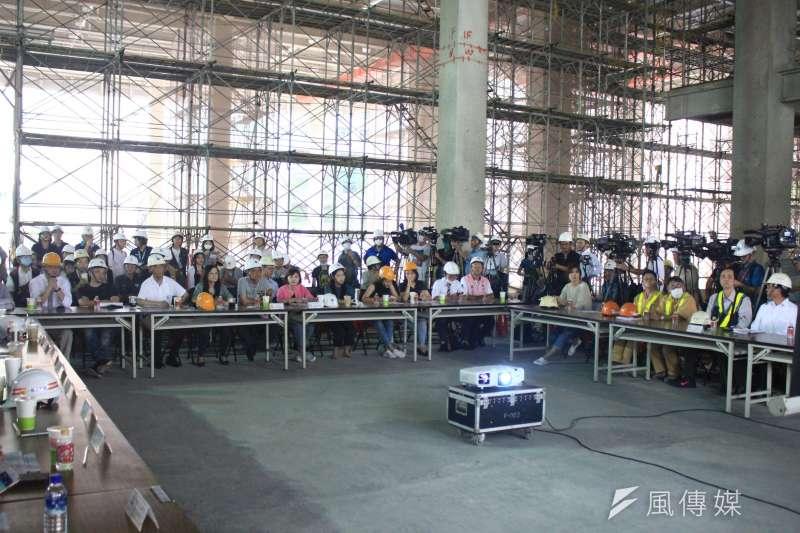 20200707-台北市議會工務委員會7日視察大巨蛋工地現況。(方炳超攝)