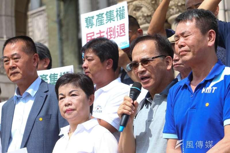 20200707-前台南縣長蘇煥智7日於司法院大門前召開「農田水利會組織通則第40條」釋憲案記者會。(顏麟宇攝)