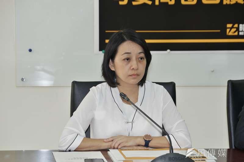 時代力量立委王婉諭在衛環名委選舉時票投民進黨,她的「小燈泡媽媽」身份又被拿出來批評。(盧逸峰攝)