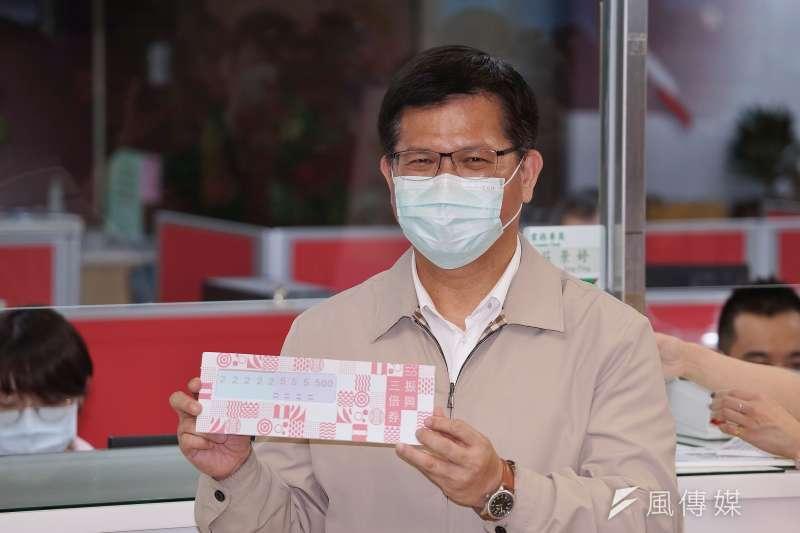 20200709-中華郵政在9日下午於台北金南郵局實地演練三倍券領取流程,交通部長林佳龍前往視導。(盧逸峰攝)