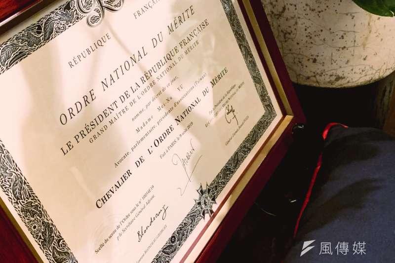 20200709-民進黨前立委尤美女9日夜間獲頒法國國家功勳騎士勳章。(謝孟穎攝)