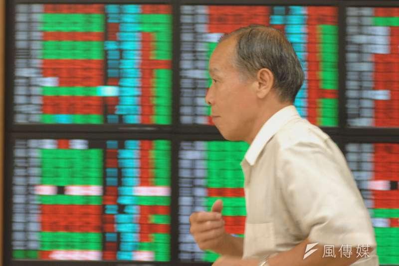 超過3成受訪者認為未來半年台股會上漲,願意將現金或定存轉入股票投資的意願也達52.1%。(示意照,非當事人,林瑞慶攝)