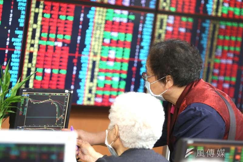 投資台灣市場,不需要判斷是否萬點,隨時都能投資。(資料照,柯承惠攝)