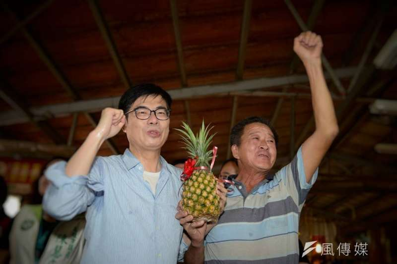 根據《美麗島電子報》民調,民進黨高雄市長補選候選人陳其邁(左)獲52.9%的過半支持度,領先國民黨候選人李眉蓁的14.3%,及民眾黨候選人吳益政的4.4%。(資料照,徐炳文攝)