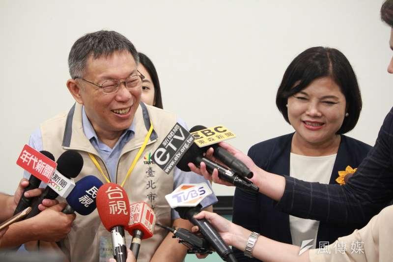台北市長柯文哲(左)表示,行政院院會目前暫停六都首長列席,如果能留下一個可以溝通的管道也不錯。圖右為雲林縣長張麗善(右)。(方炳超攝)